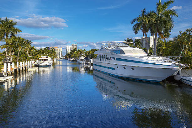 Luxurious yacht and waterfront homes in Fort Lauderdale Luxurious yacht and waterfront homes in Fort Lauderdale, Florida intercostal space stock pictures, royalty-free photos & images
