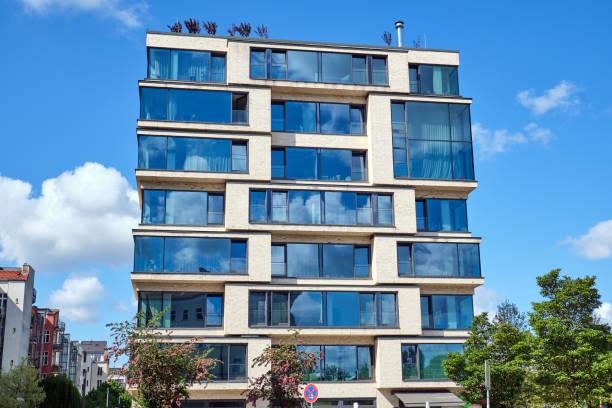 Luxuriöses Wohnhaus mit einem Glas – Foto