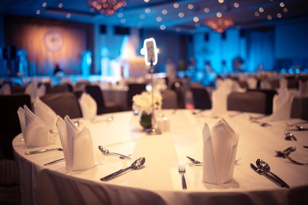 luxury banquet hall in hotel, dinner table for special guests - muita comida imagens e fotografias de stock