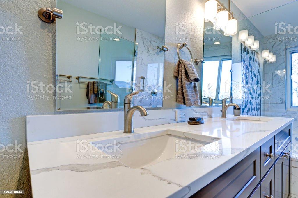 Luxe Badkamer Interieur : Ruime badkamercollectie met luxe badkamers bad body