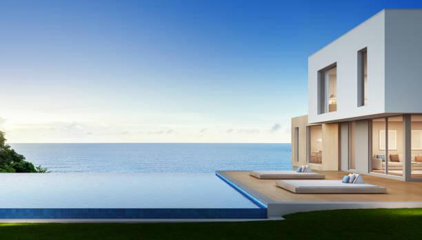 luxus-strand-haus mit swimmingpool mit blick auf meer und terrasse im modernen design, ferienhaus für große familie - ferienhaus thailand stock-fotos und bilder