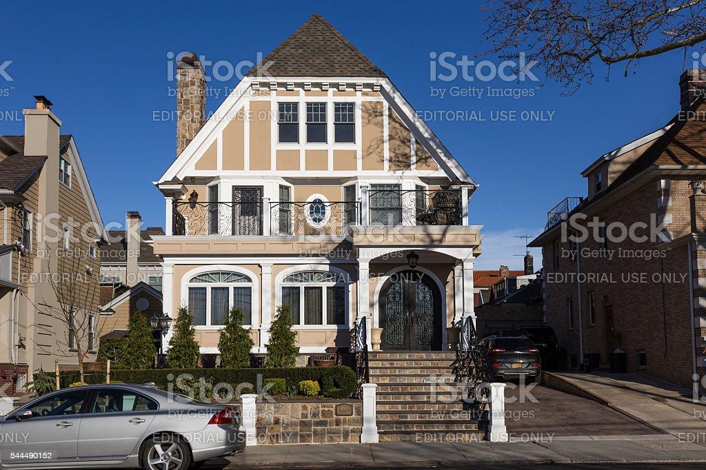 Brooklyn Casa De Lujo Y El Cielo Azul Nueva York Stock Foto e Imagen ...