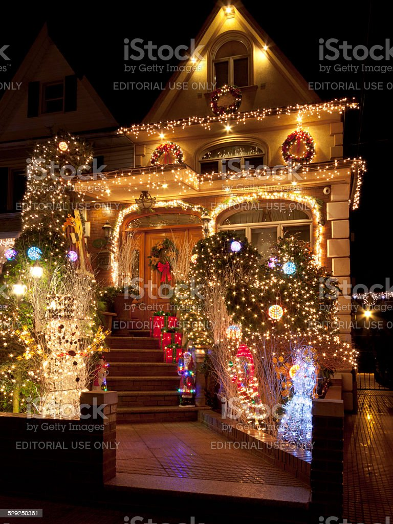 Luxury Christmas Home Decor: Luxury Brooklyn House With Christmas Lights At Night New