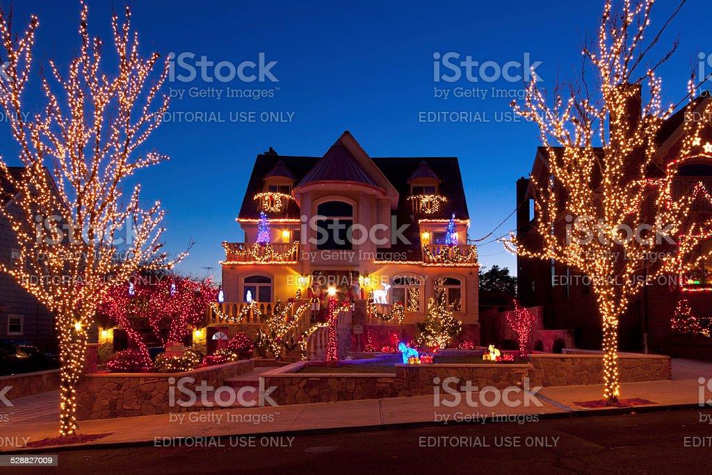 Albero Di Natale New York.Lusso Casa Con Luci Di Natale Di Brooklyn Al Tramonto New York