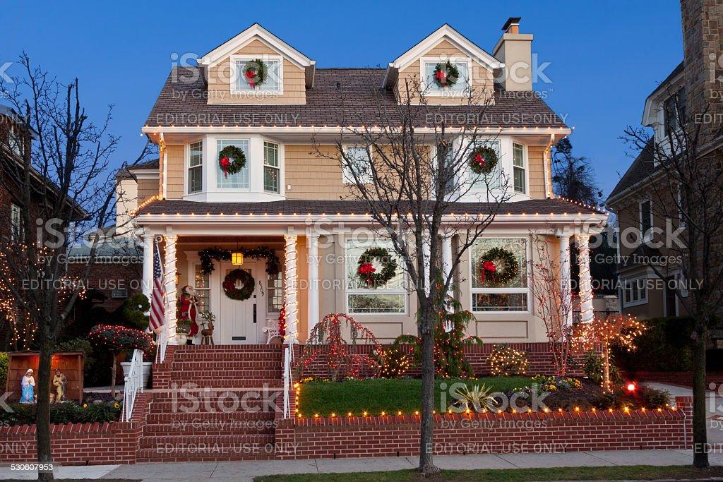 Amerikanische Weihnachtsbeleuchtung.Luxushotel In Brooklyn Haus Mit Weihnachtsbeleuchtung Im