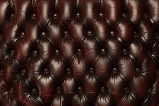 luxus braun leder sofa hintergrundtextur - ledersessel braun stock-fotos und bilder