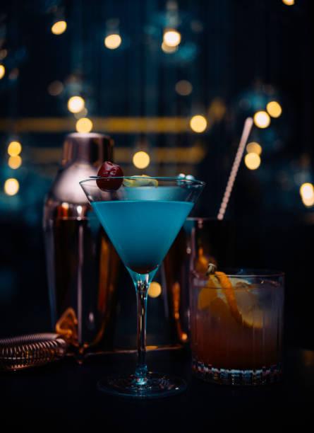 luxus-feier einrichten - cocktails mit wodka stock-fotos und bilder