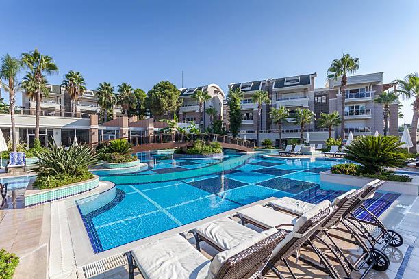 luxury construction hotel  swimming pool - 5 sterne hotel türkei stock-fotos und bilder
