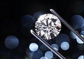 豪華なダイヤモンドのピンセット