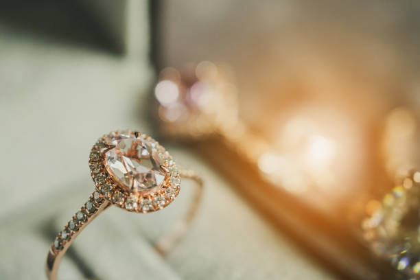 luxury diamond ring in jewelry box vintage style luxury diamond ring in jewelry box vintage style jeweller stock pictures, royalty-free photos & images