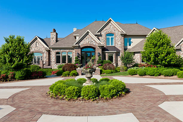 Luxury Dream Home Beautifully landscaped custom dream home with circular concrete and brick driveway. stone house stock pictures, royalty-free photos & images