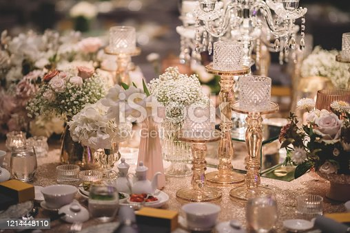 luxury fine dining table decoration with gold theme candle, table clothe