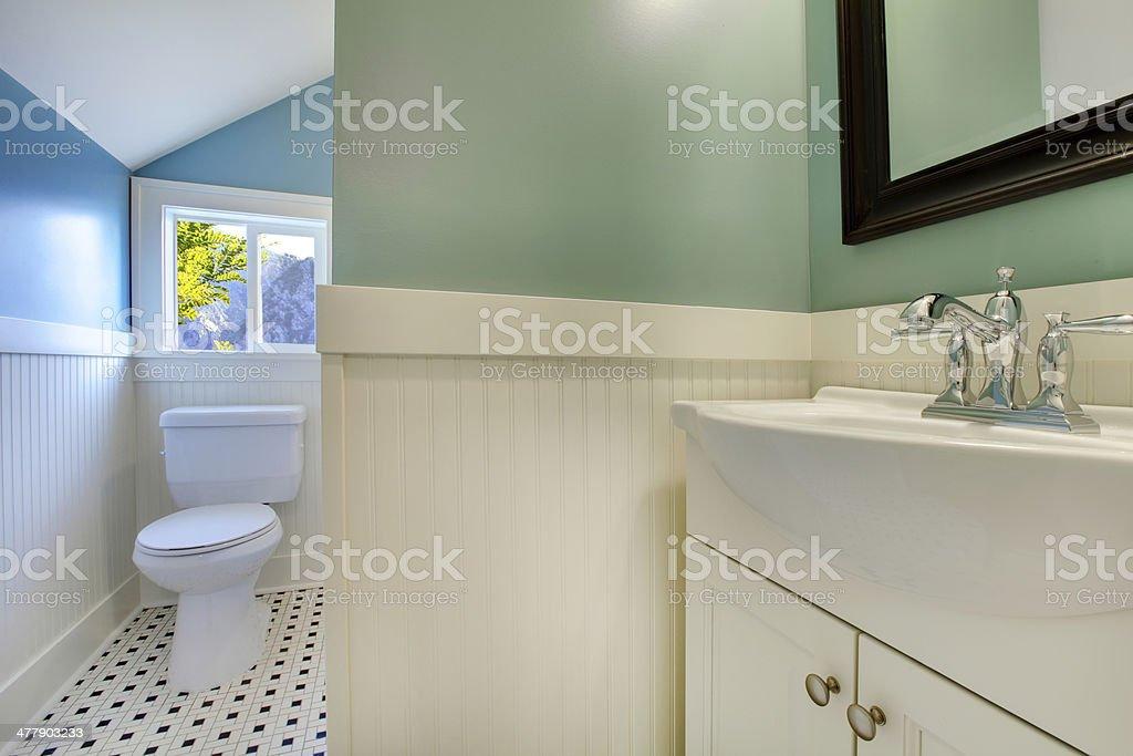 Luxushotel In Frischem Grün Und Weiß Und Moderne Badezimmer ...
