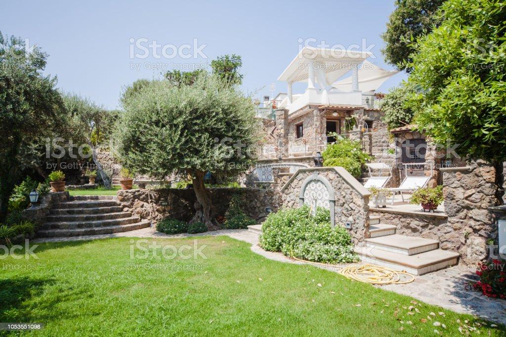 Luxus Garten Und Villa In Land Am Mittelmeer Stockfoto Und Mehr