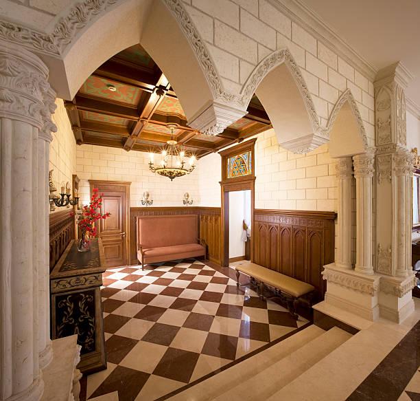 luxus-hall - wandleuchte treppenhaus stock-fotos und bilder