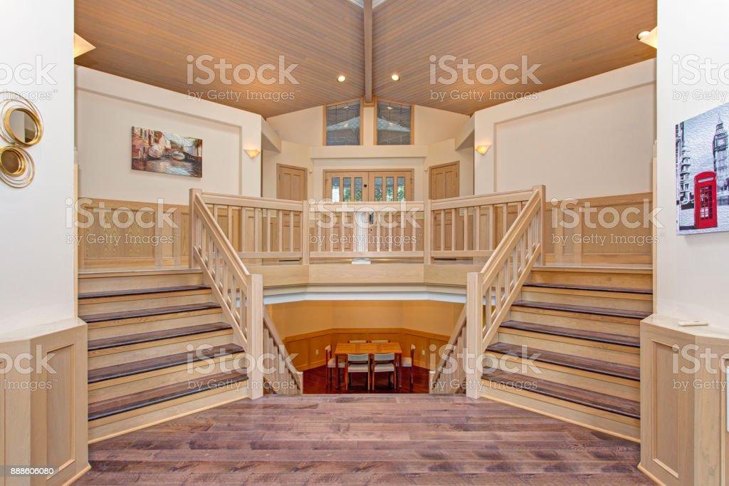 Fotografía de Interior Casa De Lujo Con Escalera Doble Cara y más ...