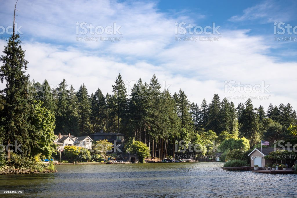 Luxury homes along the shores of Lake Oswego, Oregon - Royalty-free Beauty In Nature Stock Photo