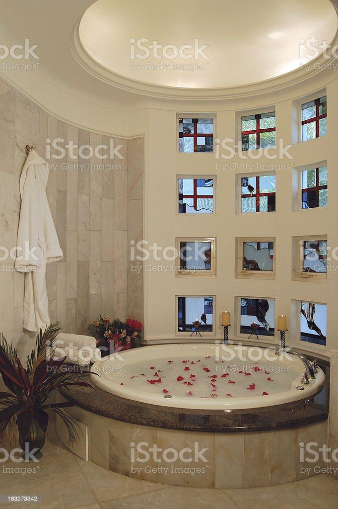 Luxusbadezimmer Mit Whirlpool Stockfoto und mehr Bilder von ...