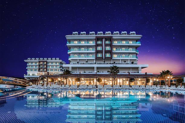 luxury hotel resort swimming pool - 5 sterne hotel türkei stock-fotos und bilder