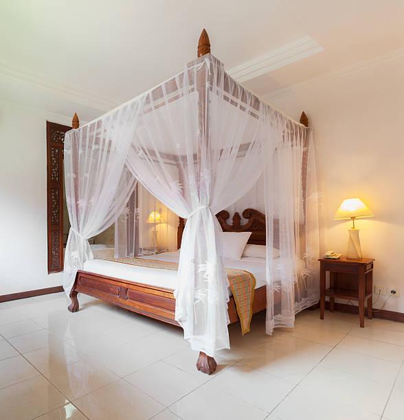 zimmer in luxushotel in bali - do it yourself hochbett stock-fotos und bilder