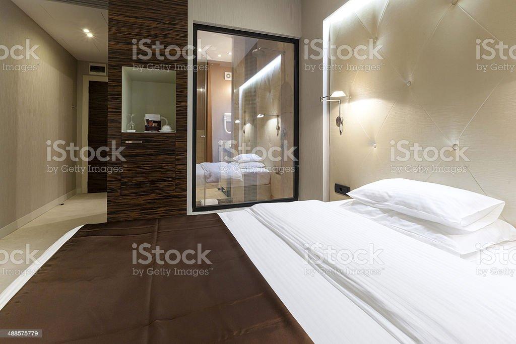 Luxussuite Mit Dusche Sichtbar Vom Schlafzimmer Stockfoto ...