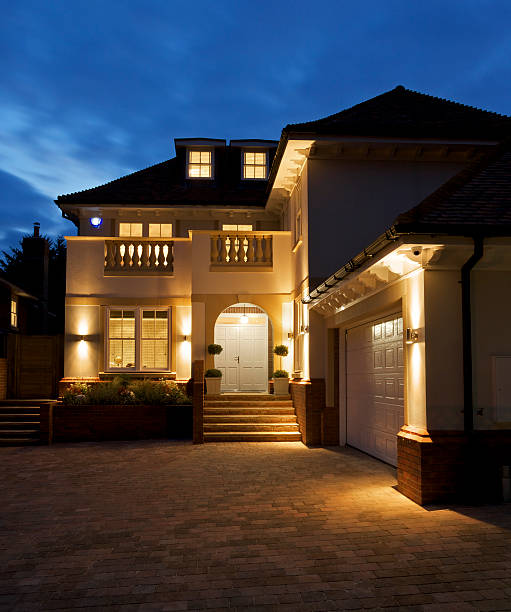 luxury house at night - stenen huis stockfoto's en -beelden