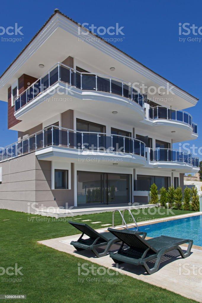 Photo Libre De Droit De Maison De Luxe Avec Piscine Et Terrasse