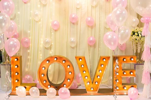 luxury indoors wedding backdrop decorate with word love light stand - balão enfeite imagens e fotografias de stock