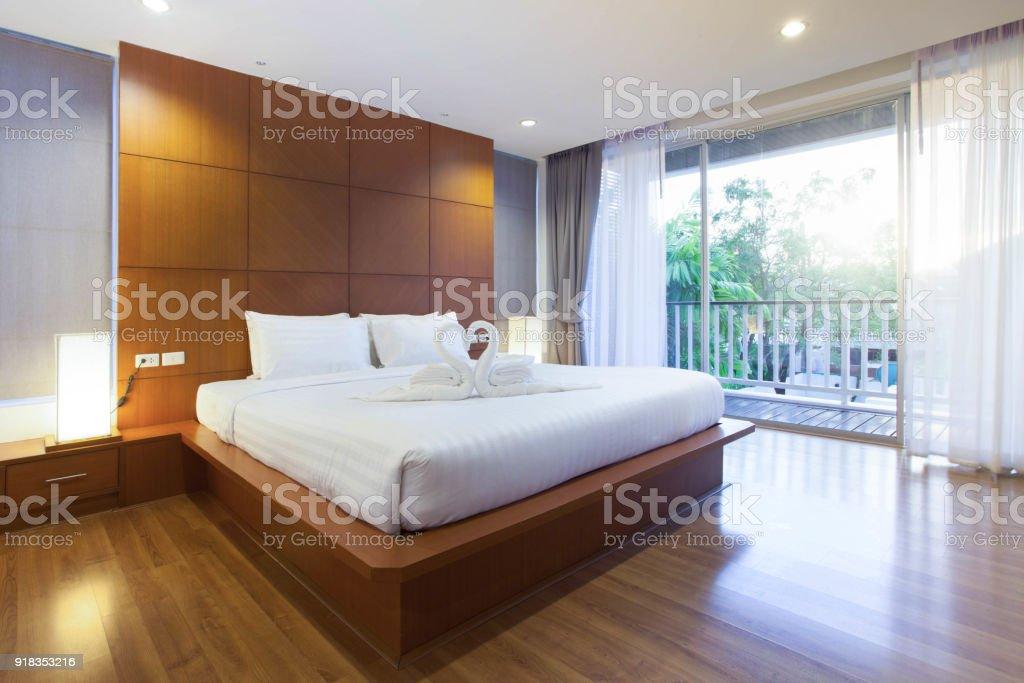 Luxusinterieurdesign Im Schlafzimmer Pool Villa Mit Gemütlichen ...