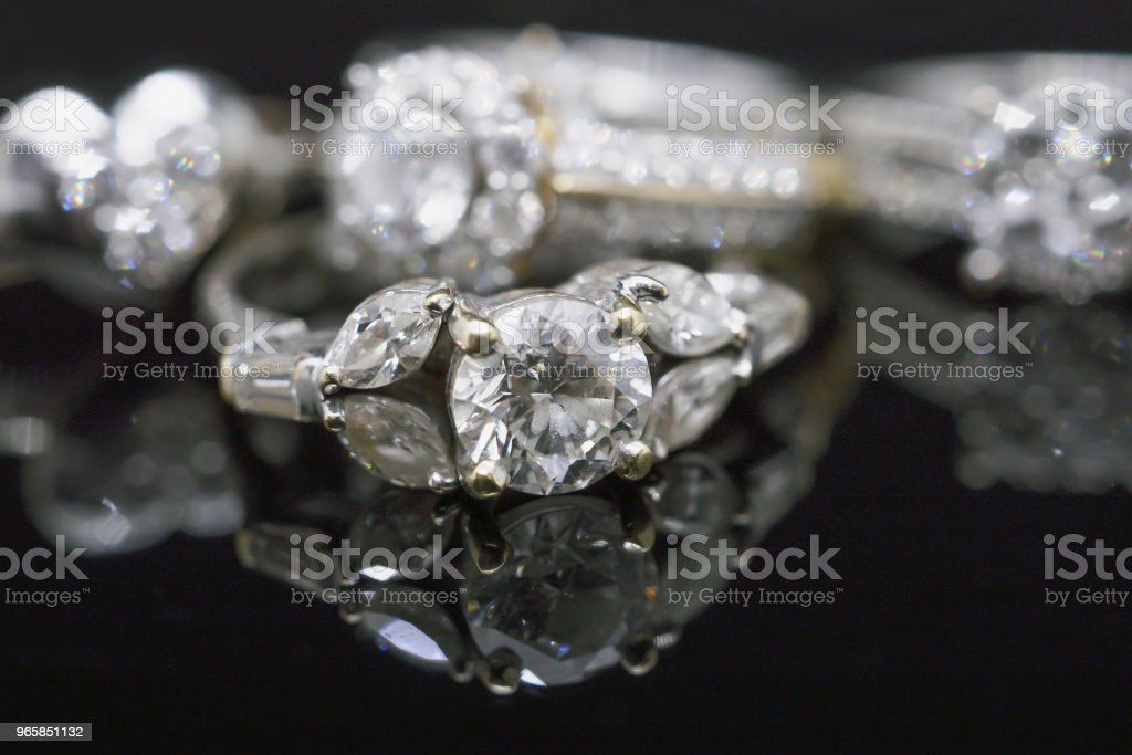 Luxury Jewelry diamond rings with reflection on black background - Royalty-free Beauty Stock Photo