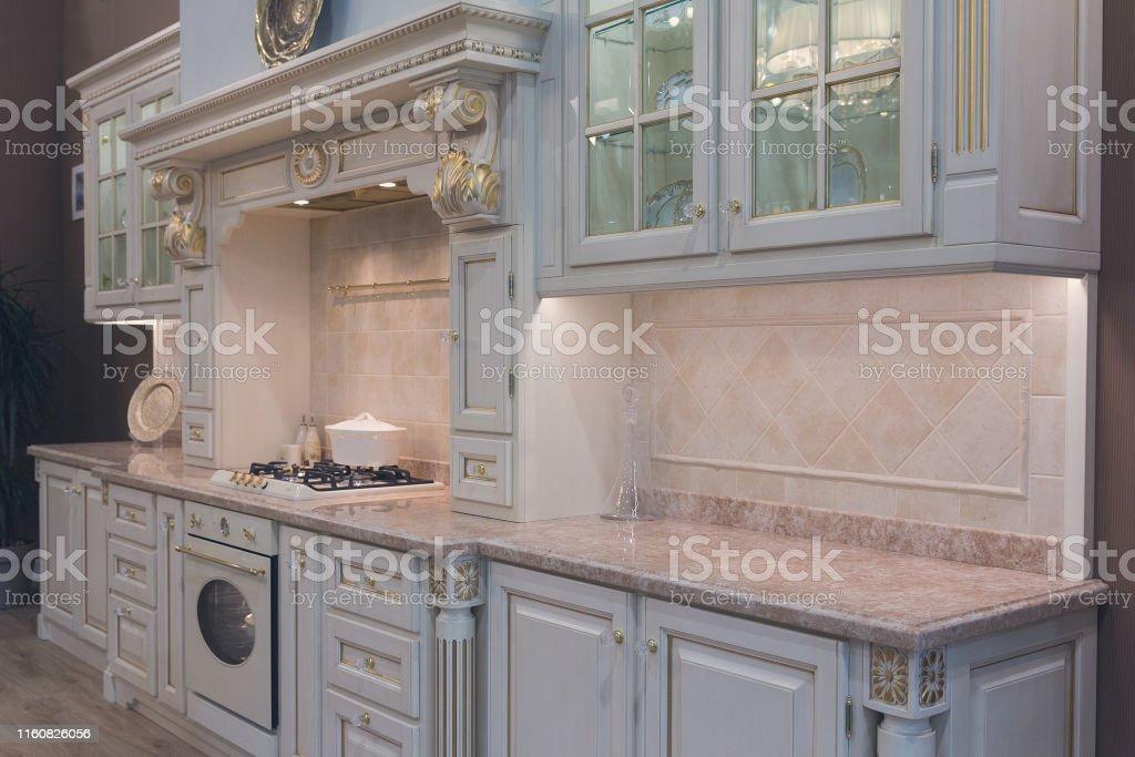 Muebles De Cocina De Lujo En Estilo Retro Interiores Foto de ...