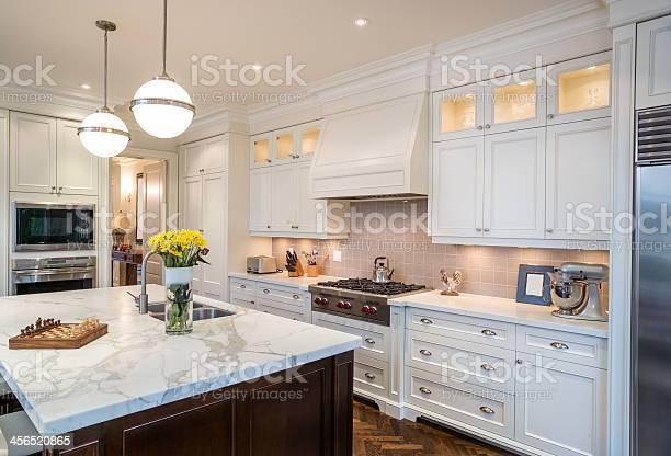 Luxury kitchen picture id456520865?b=1&k=6&m=456520865&s=612x612&h=5wvgql0gnwsieb7eakph4ydamnya7noobirfdhsq ye=