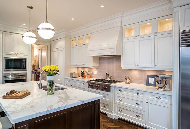 luxus-küche - wohnschrank stock-fotos und bilder