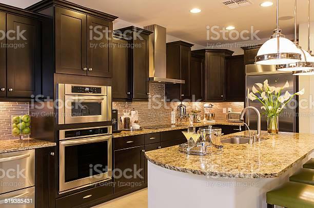 Luxury kitchen picture id519385431?b=1&k=6&m=519385431&s=612x612&h=sni 2wsfhhgv y7vkypvrqmpz9je6dcpdlzp1s2uafo=