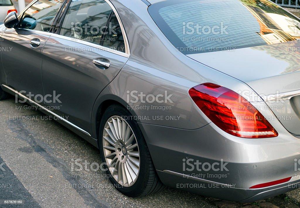 Luxury Mercedes-Benz S-Class detail in city – Foto