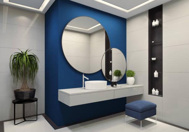 Minimalistische Luxusbad mit royal blauen Wand und großen weißen Fliesen – Foto