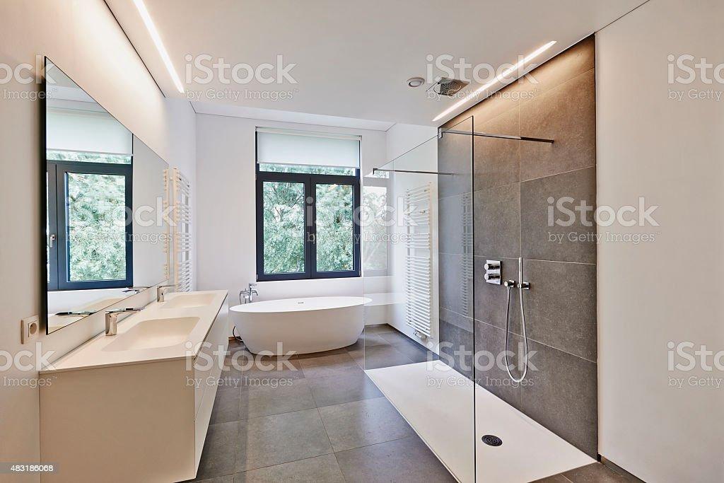 Luxuriöses Modernes Badezimmer Stock-Fotografie und mehr Bilder von ...