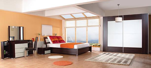 luxuriöse moderne schlafzimmer - moderner dekor für ferienhaus stock-fotos und bilder