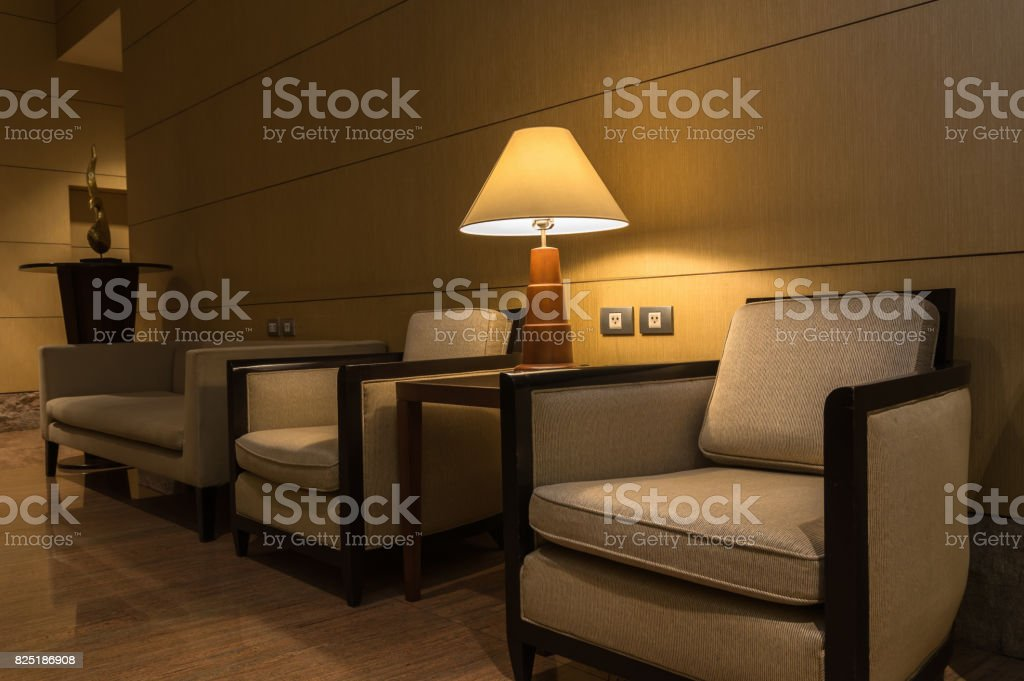 Moderne Droit Canapé Avec Luxe De Concevoir Photo Libre Lampe 3jqAR54Lc