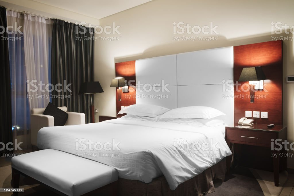 Chambre De Luxe Style Moderne Dans Les Tons De Roses Et ...
