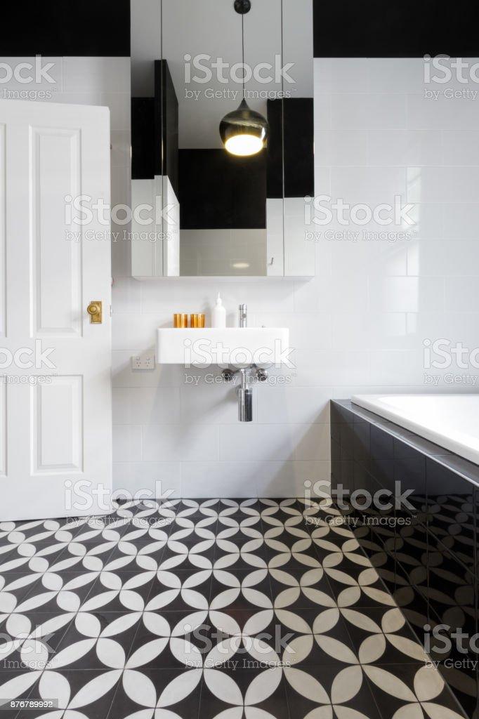 Luxury monochrome designer bathroom renovation with patterned floor tiles - foto stock