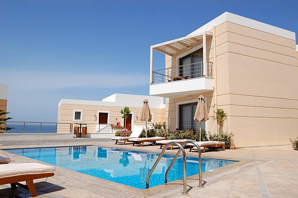 Schwimmbad in der modernen Luxusvilla, Kreta, Griechenland – Foto
