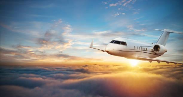 럭셔리 개인 여객기 구름 위의 비행 - 복엽기 뉴스 사진 이미지