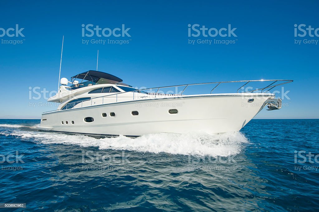 Luxury private motor yacht sailing at sea圖像檔