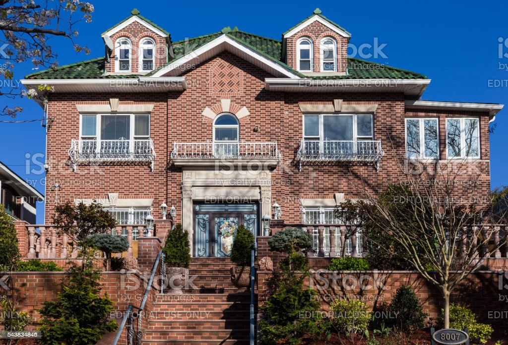 Fotograf a de casa de ladrillo rojo brooklyn y el cielo azul nueva york y m s banco de im genes - Casas en nueva york ...