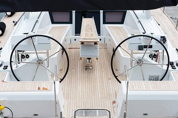 luxus-segelboote - steuerungstechnik stock-fotos und bilder