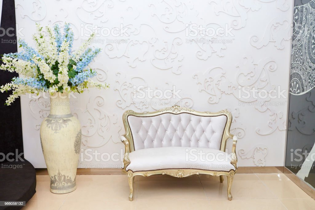 Lyxiga soffa - Royaltyfri Blomma Bildbanksbilder