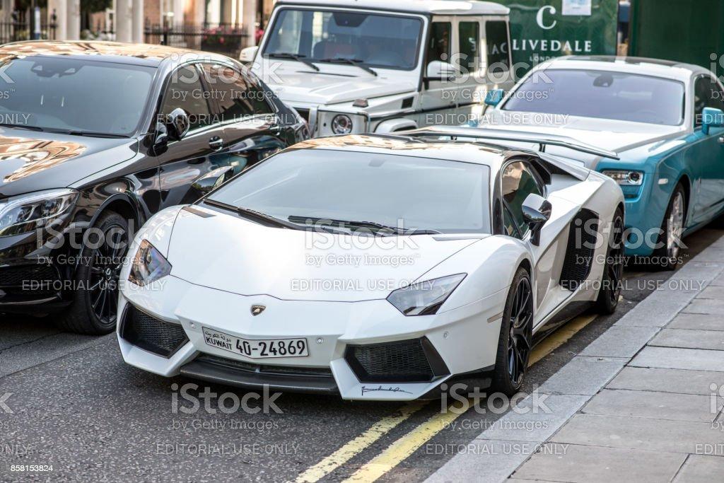 Luxussportautos Auf Den Strassen Von London Lamborghini Rolls Royce