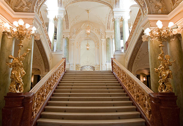 luxury stairway - majestueus stockfoto's en -beelden