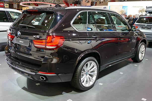 luxus-geländewagen bmw x5 - bmw x5 stock-fotos und bilder